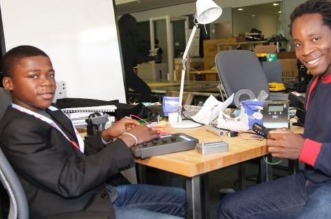 Kelvin Doe and David Sengeh in an MIT lab