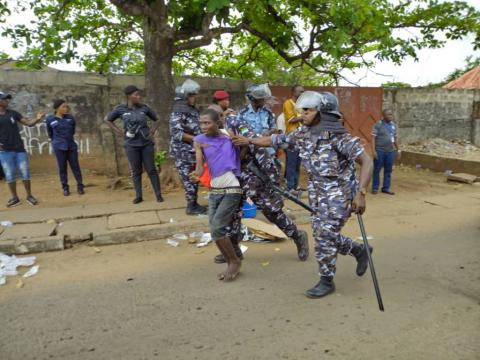 Sierra Leone police bundling opposition APC supporters from their party hq